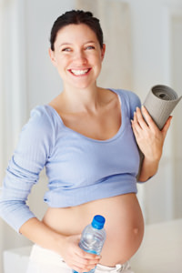 mom enjoying healthy natural pregnancy