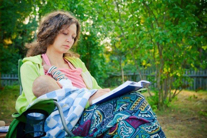 Multitasking mama while breastfeeding